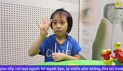 Bé cấy điện cực ốc tai Cochlear phát triển ngôn ngữ tốt