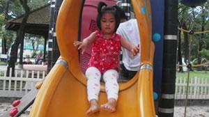 Bé đi chơi công viên Tao Đàn