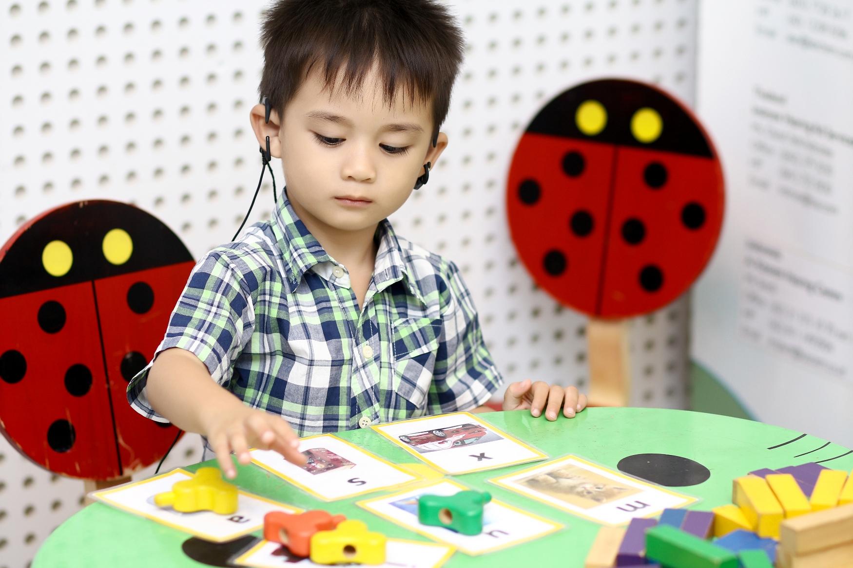 Bài dạy trẻ khi mới bật máy Cochlear hoặc mới đeo máy trợ thính