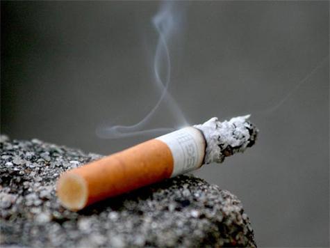 Khói thuốc lá gây giảm thính lực